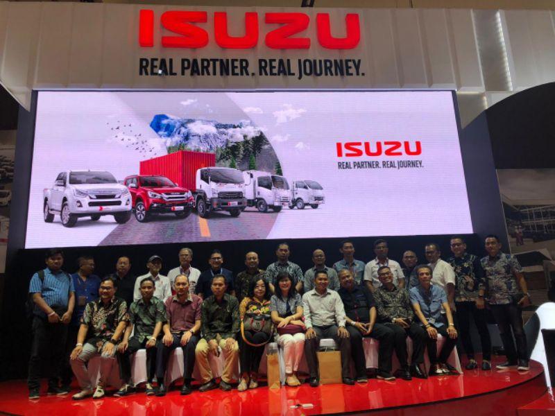 Isuzu Memberikan Penghargaan kepada Best Customer Isuzu LCV