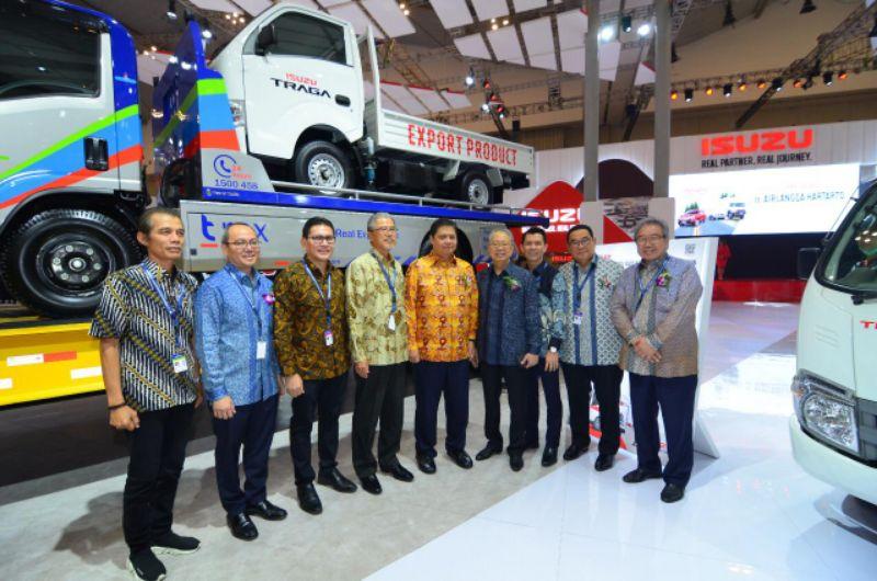 Dapatkan SPK sebanyak 938 unit, Isuzu Raih Penghargaan Best Booth Commercial Vehicle di GIIAS 2019