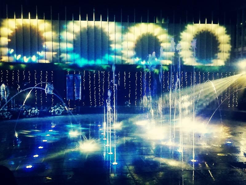 Seru-seruan Main Air di Wahana Musical Dancing Water Fountain Teras Kota Tangsel
