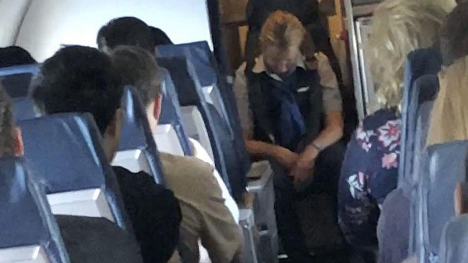 Pramugari Dipecat Karena Mabuk Saat Penerbangan
