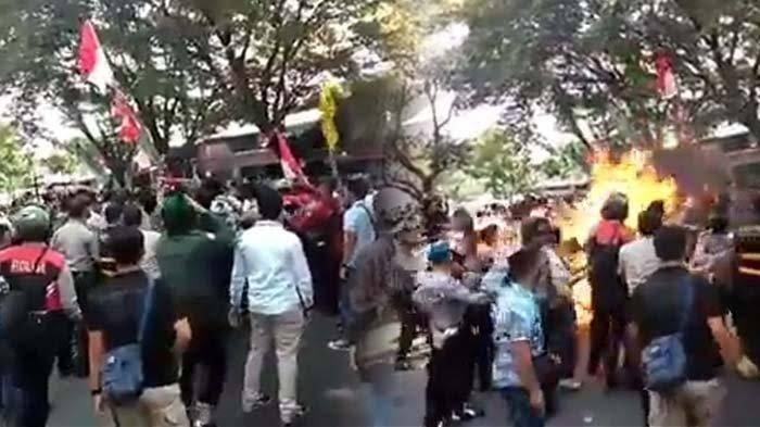 Kronologi Polisi Terbakar Hidup-hidup dalam Demo Mahasiswa di Cianjur