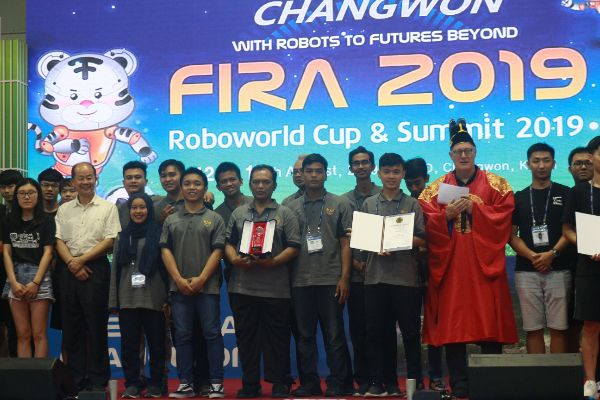 Tim Robotik UNY Raih 5 Penghargaan di FIRA
