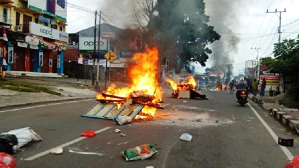 Mencekam! Aksi Bakar-bakaran dan Penjarahan Warnai Demonstrasi di Manokwari