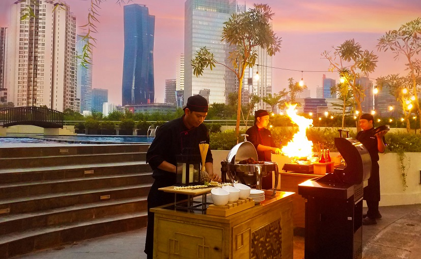 Friday Barbeque : Menyantap Aneka Barbeque di Area Pool Swiss-Belresidences Rasuna Epicentrum
