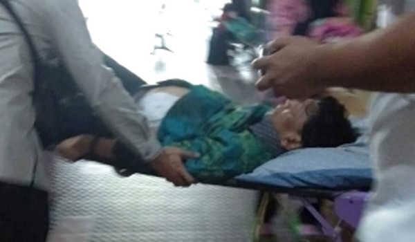 Diserang di Banten, Menkopolhukam Wiranto Ditandu Alami Luka di Perut