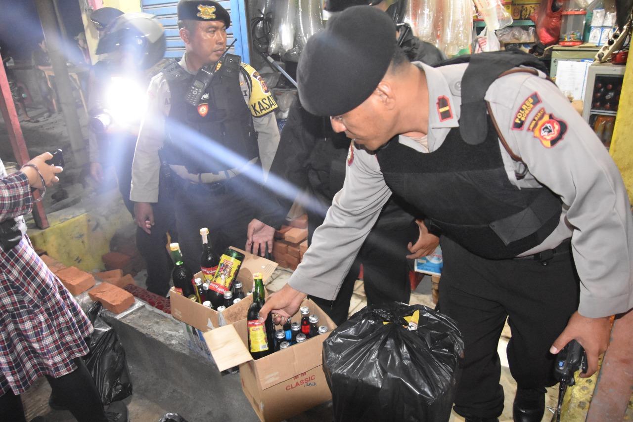 Gelar Operasi Besar-besaran, Polres Bogor Jaring Ribuan Botol Miras dan Oplosan