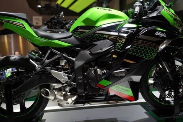 Banyak Peminat KMI Umumkan Belum Layani Pre-Order Kawasaki Ninja ZX-25R, Simak Alasannya!
