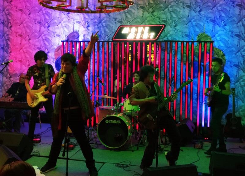 Persembahan Spesial Elisse Lounge THE TRIBRATA Darmawangsa Sapa Para Penggemar The Rolling Stones
