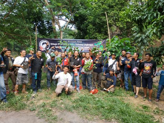 Rayakan HUT ke-11, SC225 Laksanakan Kegiatan Menanam Pohon Bersama di Bantaran Ciliwung