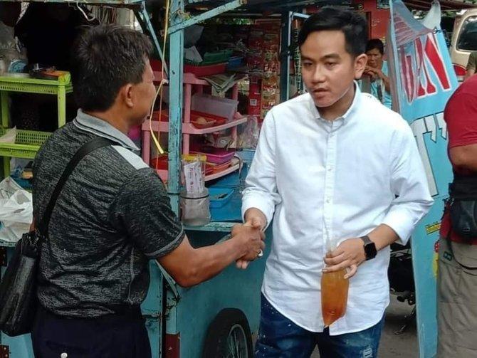 Cerita Gibran Beli Es Teh di PKL, Netizen: Tidak Ada yang Berubah