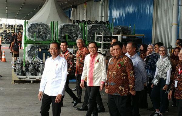 Presiden Joko Widodo Resmikan Ekspor Perdana 6.000 unit Isuzu Traga ke Filipina