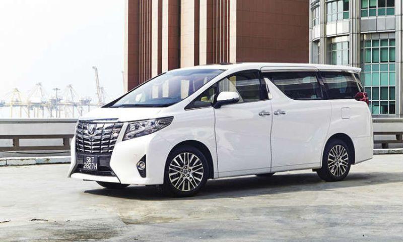 Mau Liburan Pakai Toyota New Alphard? Cek Harga Sewanya Disini!