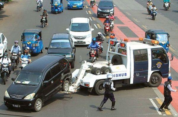 Berbeda Dengan Depok, DKI Berikan Sanksi Ini Bagi Pemilik Mobil Tanpa Garasi!