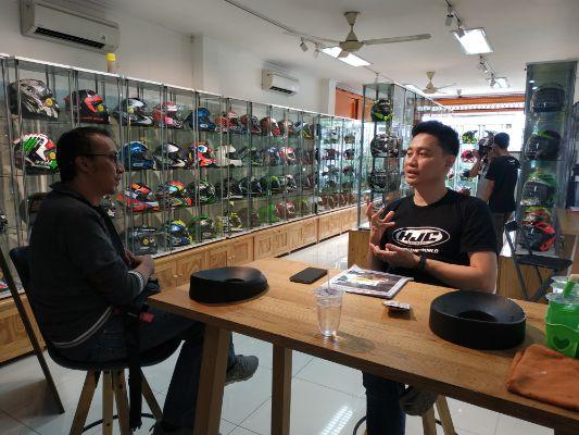 Juragan Helm Dukung Tim Relawan Berikan Donasi bagi Korban Longsor di Lebak Banten