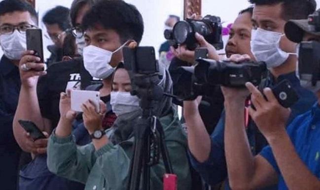 Baqoel Gandeng Forwatim Bagikan Paket Sembako Wartawan Terdampak Pandemi  Corona