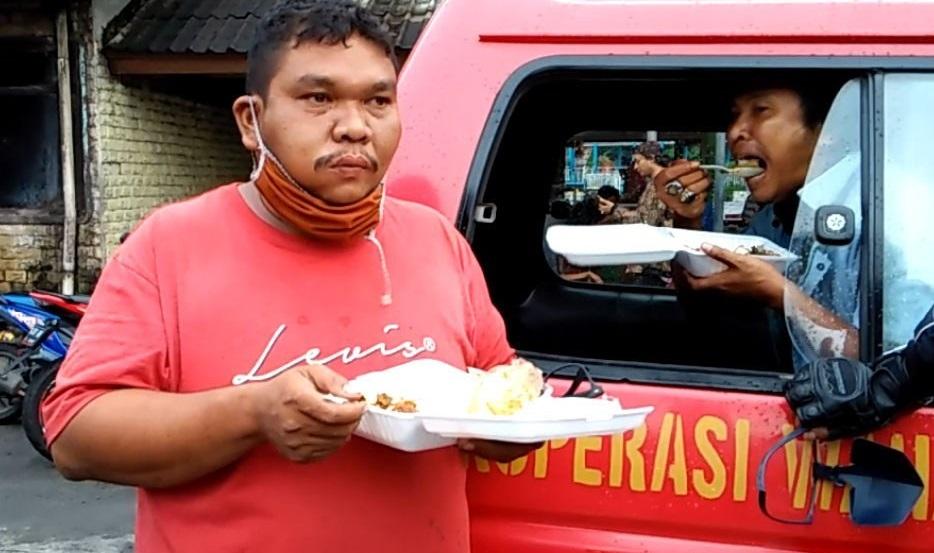 Gandeng Nilacare, Komunitas TKI di Hongkong 'ACP' Bagikan Makanan ke Sopir Angkot Terdampak PSBB
