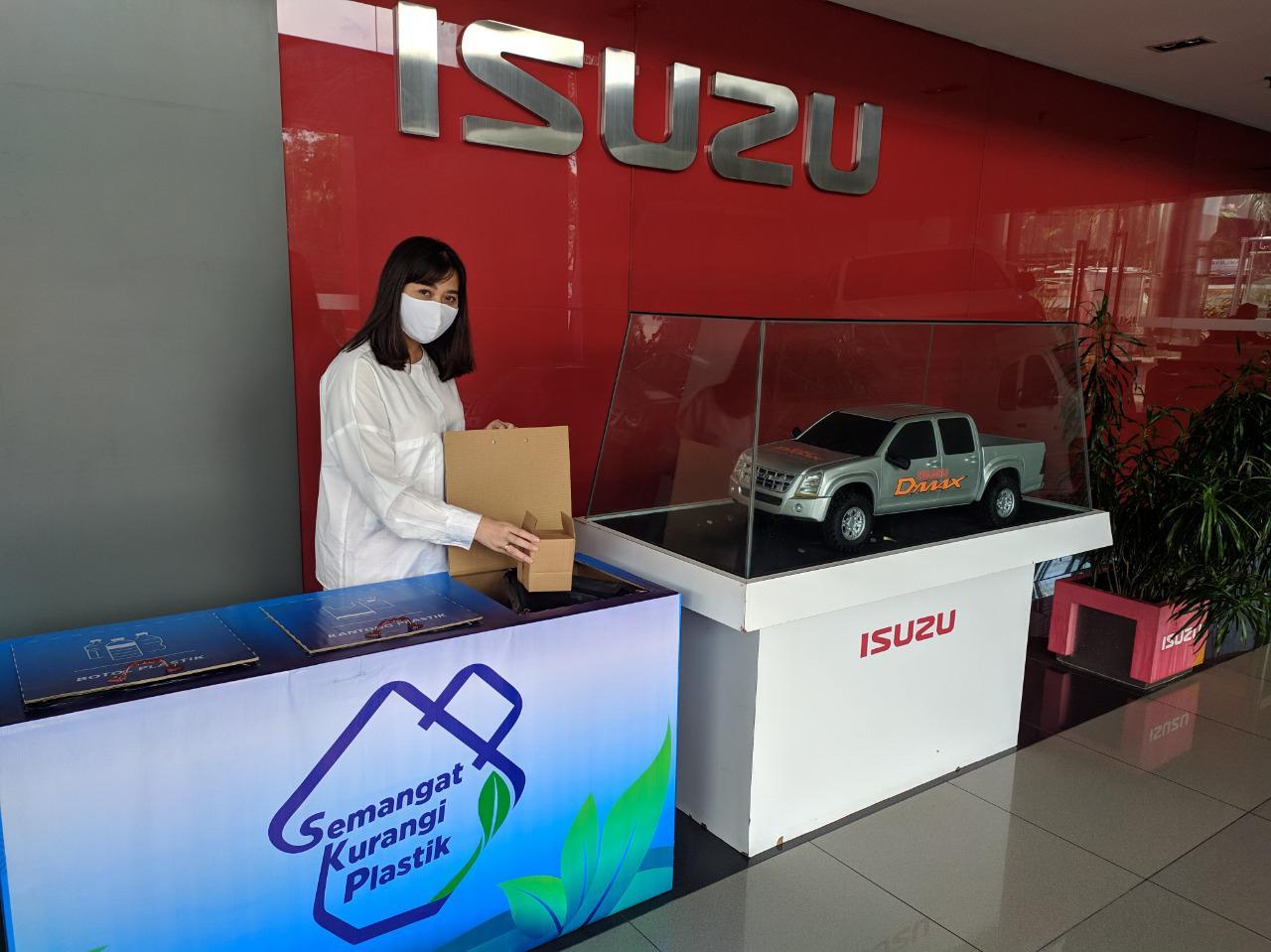 Parcel dus Isuzu gantikan penggunaan plastik. | jakartainsight.com