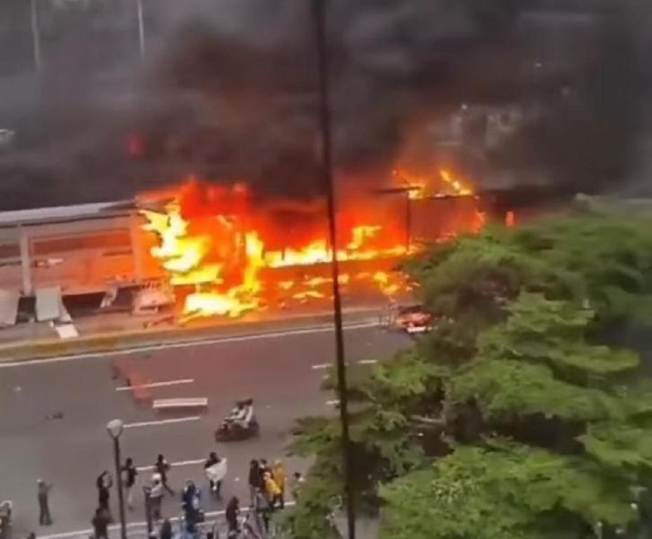 Puluhan Halte Busway Rusak Imbas Demo Omnibus Law, Kerugian Diperkirakan Rp 55 Miliar | jakartainsight.com