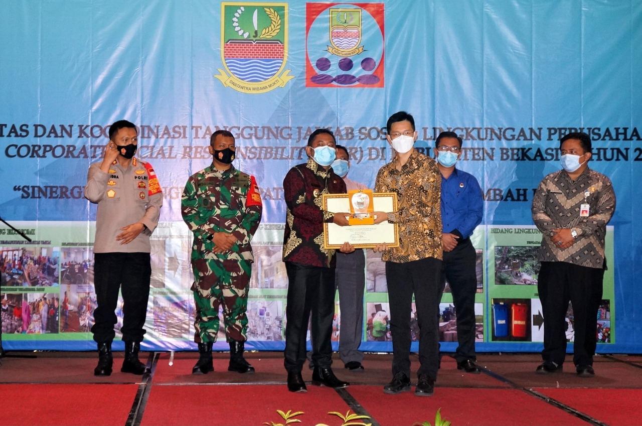 PT Hyundai Motor Manufacturing Indonesia Menerima Piagam PenghargaanCorporate SocialResponsibility (CSR) di Kabupaten Bekasi 2020