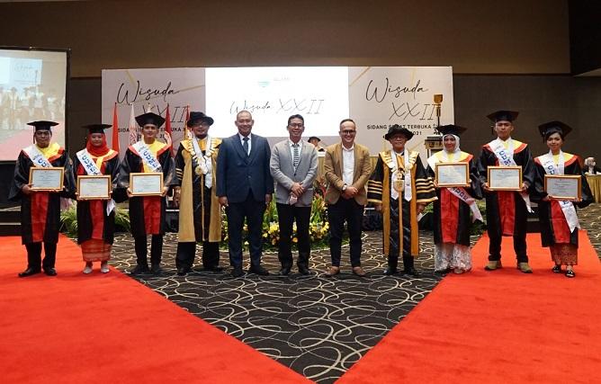 Terapkan Prokes STIH IBLAM Sukses Gelar Sidang Senat Terbuka Wisuda ke-22  | jakartainsight.com