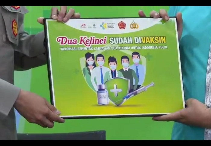 Jaga Kualitas Produk Dua Kelinci Umumkan Vaksinasi Serentak Seluruh Karyawan | jakartainsight.com