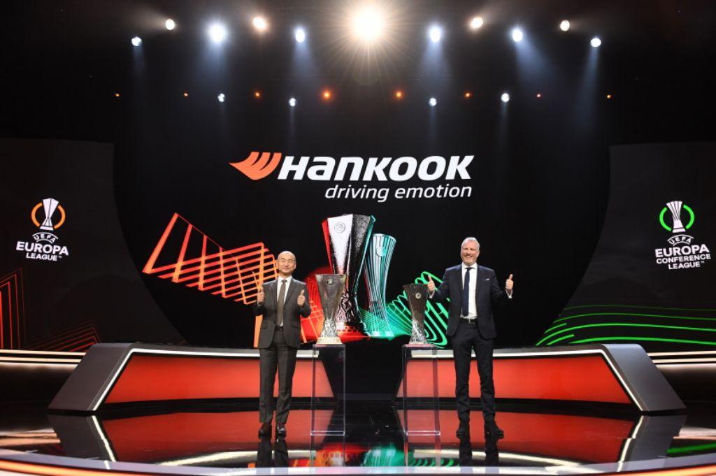 Penandatanganan perpanjangan kontrak sponsor antara Hankook Tire dengan UEFA.   jakartainsight.com