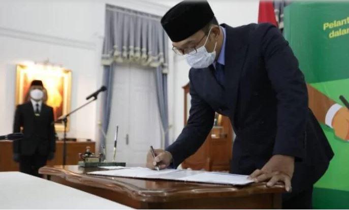 Gubernur Lantik Lima Pejabat Baru Pimpinan Tinggi   jakartainsight.com