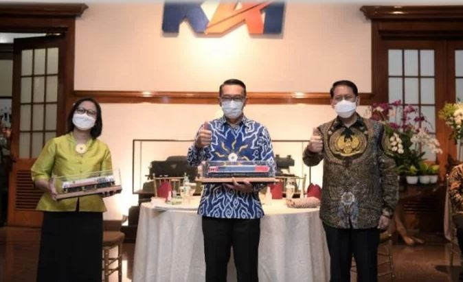 Gandeng KAI, Ridwan Kamil Ingin Kereta Api sampai ke Selatan Jabar   jakartainsight.com