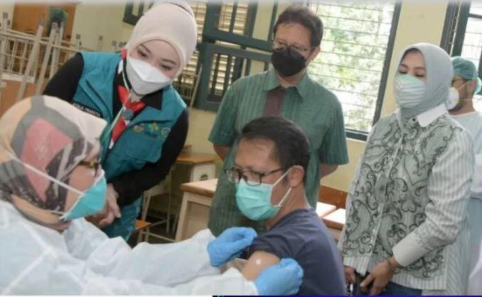 Vaksinasi Alumni SMAN 5 Bandung Sediakan 1.000 Dosis Vaksin bagi Siswa dan Orang Tua   jakartainsight.com