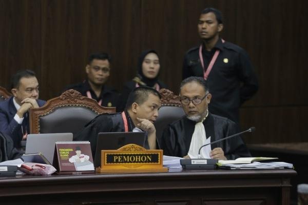 BW Interupsi,  Arief Hidayat : Kalau tidak setop Pak Bambang saya suruh keluar!