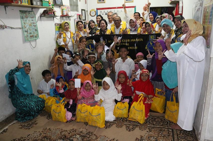 Baksos Lions Club Jakarta Centennial Monas Enterpreneur di Yayasan NPS Kesuma