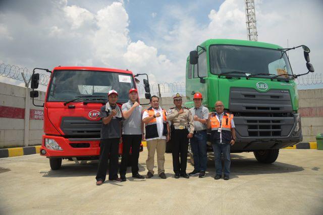 UD Trucks: Terminal Petikemas Koja dan Polres Pelabuhan Apresiasi Kinerja Pengemudi Truk